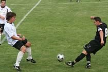 Slavkovskému mužstvu chyběla v prvním kole nové sezony řada hráčů. Nechyběla však jedna z velkých opor, kapitán Zdeněk Hráček. Výkony jak domácích tak i Vacenovic (v bílém) však nepřinesly jedinou branku.
