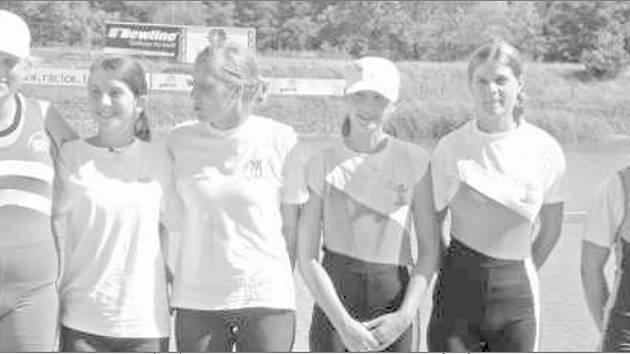 Hodonínská veslařkaTamara Konopová (první zleva).