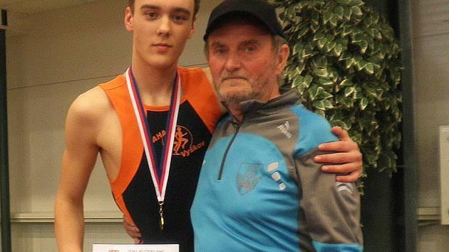 Výškař Tomáš Fišer s trenérem Jiřím Kaldou.