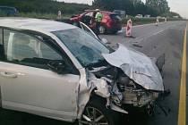 Nehoda, která na několik desítek minut uzavřela dálnici D1, se stala v pátek o půl šesté večer nedaleko Rousínova. Na 217. kilometru ve směru na Vyškov se srazila dvě osobní auta. Kolize si vyžádala čtyři zraněné.