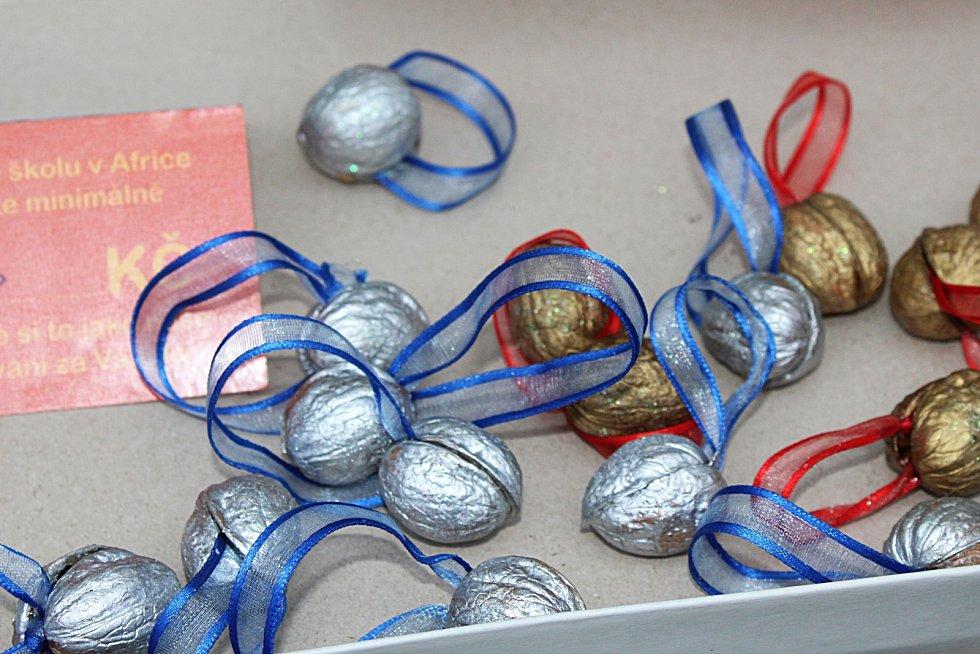 Kromě Betlémského světla byly na skautských trzích ve Vyškově k mání i drobné dárky.