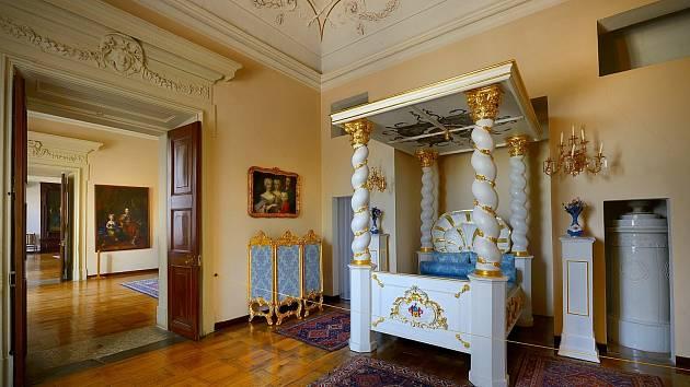 Návštěvníky na zámek lákají honosnými sály i malebným parkem.