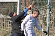 Fotbalisté MFK Vyškov (bílé dresy) remizovali v přípravném utkání na domácím umělém trávníku s FK Kozlovice 1:1.