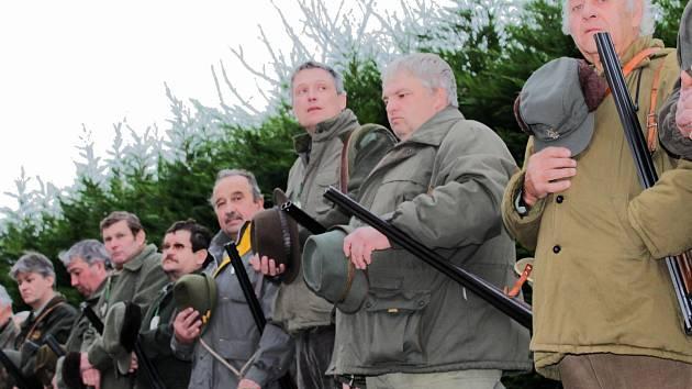 Seznámit účastníky s plánem honu a zopakovat jim bezpečnost při zacházení se zbraní. Nejinak tomu bylo v sobotu ráno v Bohdalicích-Pavlovicích a Kozlanech.