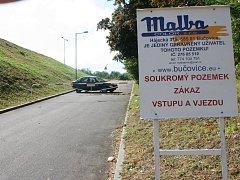Soud opět odročil jednání ve kterém se rodina Hrubých soudí s městem Bučovice o cestu ke koupališti.