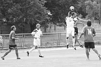 ÚPLNĚ  NEJVÝŠ. Až na samou špici turnaje nazvaného O pohár starostky MČ Líšeň se prodrali fotbalisté Framozu Rousínov. Právě z rukou starostky včera kolem půl čtvrté obdrželi pohár pro vítěze letošního líšeňského klání.