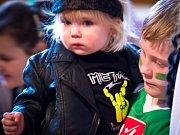 Padesátka různorodých masek se předvedla na sobotním maškarním bále ve Hvězdlicích.