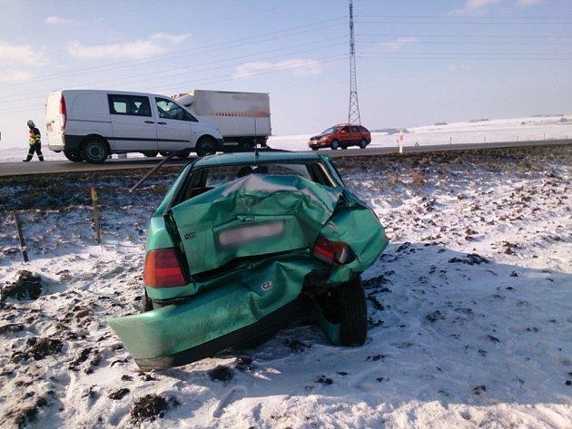 U Slavkova se srazila dvě auta.