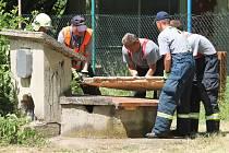 Na zahradě bohdalické mateřské školy dva sedmiletí chlapci spadli do studny.