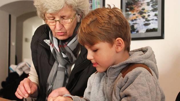 Vánoční dílnička v Muzeu Vyškovska děti nadchla zejména výrobou baněk.
