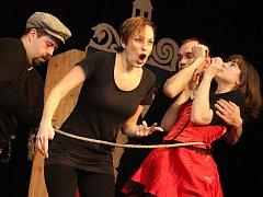 Studio Divadla Haná v sobotu zahrálo ve Vyškově svou prvotinu Tři z Fimfára. Tvoří ji tři příběhy z knihy Jana Wericha: Fimfárum, Tři sestry a jeden prsten a O třech hrbáčích z Damašku.