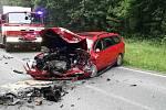 Jedno auto napříč silnice, druhé mimo ni. A uzavírka. Tak to vypadalo v úterý okolo sedmé hodiny ráno na cestě mezi Drnovicemi a Ježkovicemi. Srazila se tam dvě osobní auta.
