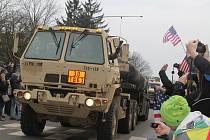 Březnový přejezd amerických vojáků Vyškovem.