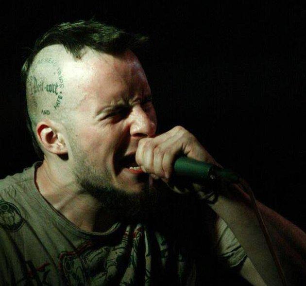 David Slezáček působí ve vyškovské kapele jako zpěvák pod přezdívkou Dejf.