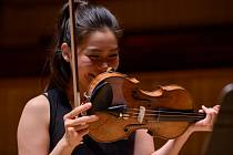 Americká houslistka Esther Yoo