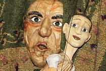Výstava Loutky, hračky a dřevěné objekty v kapli svaté Anny ve Vyškově.