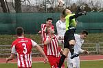 V úvodním jarním kole Moravskoslezské ligy porazili fotbalisté MFK Vyškov (bílé dresy)  Spartak Hulín 3:0.