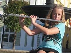 Jedenáctiletá Tereza Vasková z Bučovic navštěvuje už pátým rokem základní uměleckou školu. Ve svých sedmi letech začala hrát na zobcovou flétnu, v letošním školním roce si přidala ještě flétnu příčnou a také zpěv.