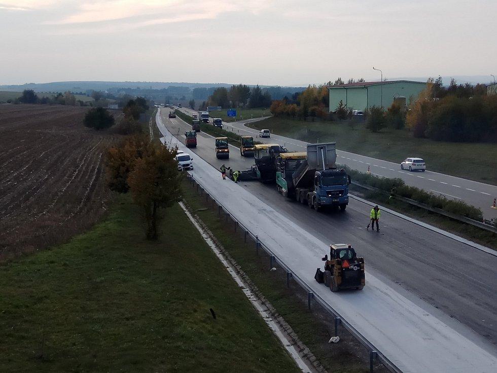 Opravy na dálnici D1 u Ivanovic na Hané.