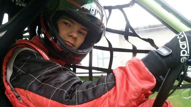 Žák základní školy z Křenovic Michal Žáček se v loňské sezoně v závodech automobilů do vrchu prosadil i mezi juniory.