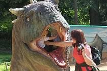 Na jedné z atrakcí Dinoparku.