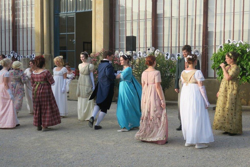 V neděli 12. září 2020 se v Čechách pod Kosířem konal z jara odložený Empírový den.