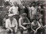 Dobové fotografie prvních příslušníků Sboru dobrovolných hasičů Podivice, přestavba požární zbrojnice v roce 1978, slavnostní otevření požární zbrojnice.