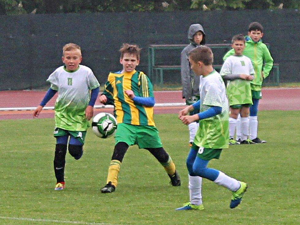 Finálové turnaje fotbalového McDonald´s Cupu vyhráli žáci ze ZŠ Vyškov, Purkyňova a ze ZŠ Rousínov (společný snímek).
