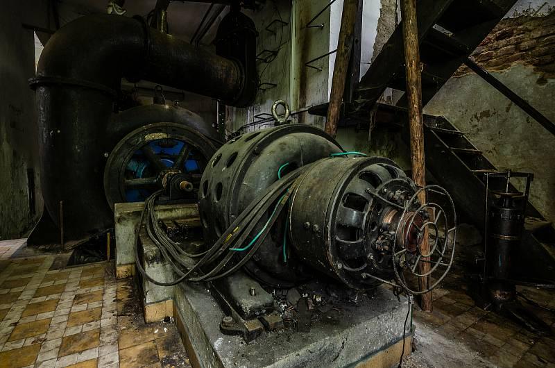 Opuštěná textiulní továrna fungovala ještě do devadesátých let.