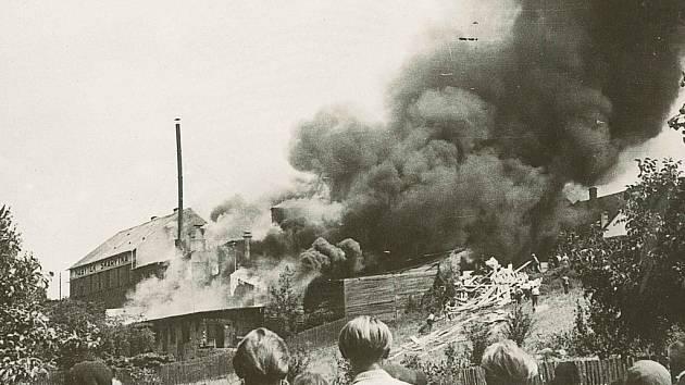 Požár továrny Skarytka.