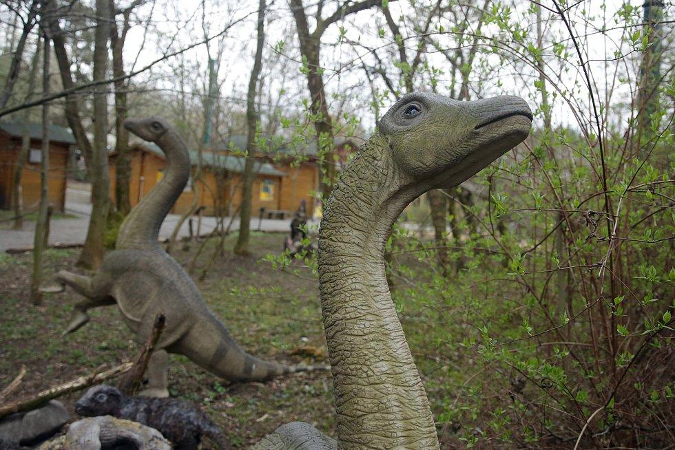 Vyškovský Dinopark. Oblíbená atrakce přivítala stovky prvních návštěvníků.