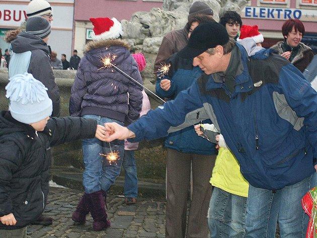 Zpívání koled na Masarykově náměstí ve Vyškově.