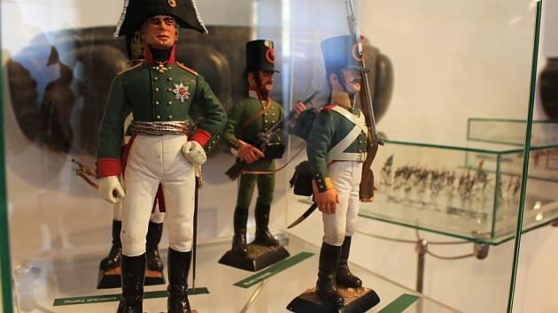 Většina exponátů v nové expozici byla k vidění i ve výstavě předcházející. Nové jsou například figurky vojáčků z třicátých let.