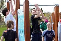 Nové hřiště v Křenovicích nabízí celkem pět venkovních stanovišť s fitness prvky.