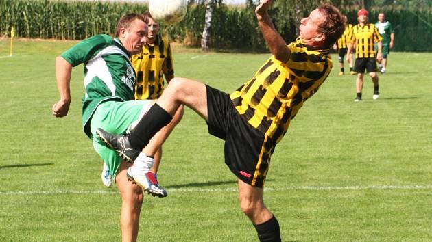 Obecní úřad ve Švábenicích na Vyškovsku předal místnímu fotbalovému klubu Sokol do užívání nové kabiny, které postavil během necelého jednoho roku.