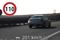 Na bezpečnost na silnicích včetně dodržování rychlostních limitů budou policisté dohlížet i při nadcházejícím prodlouženém víkendu.