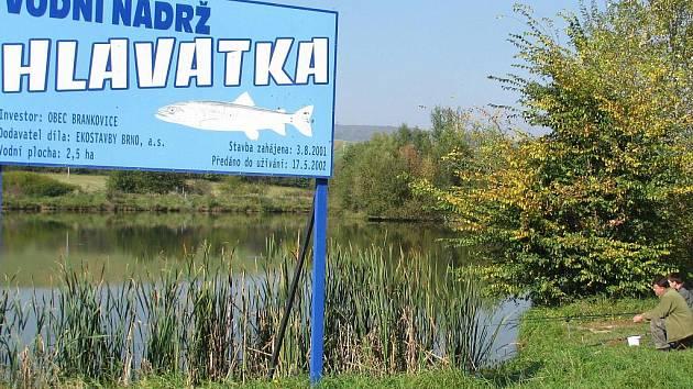 Pro přírodu je ale dobré, že nedaleko obec vybudovala vodní nádrž Hlavatka.