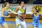 Po vstupu do síně slávy sportovních osobností okresu Vyškov se douholeté hráčce basketbalového SK Královo Pole a české reprezentace Editě Šujanové (uprostřed) dostalo stejného ocenění i v rodném Slavkově u Brna.