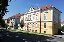Budova Integrované střední školy Slavkov u Brna.