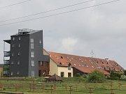 Chátrající farma Bolka Polívky v Olšanech. Ilustrační foto.