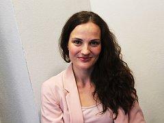 Vyškovská pěvkyně Kateřina Schönová mimo jiné vede úspěšný bučovický dětský sbor Colori.