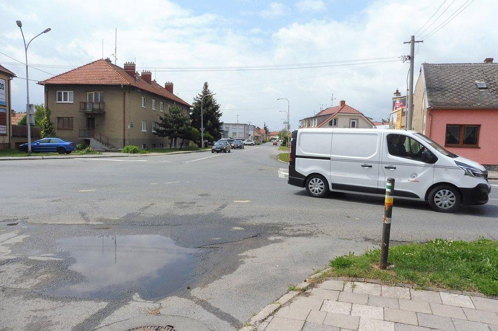 O opravě hlavního průtahu Slavkovem se jedná už tři roky. Získání dotace bylo pro uskutečnění nezbytné.