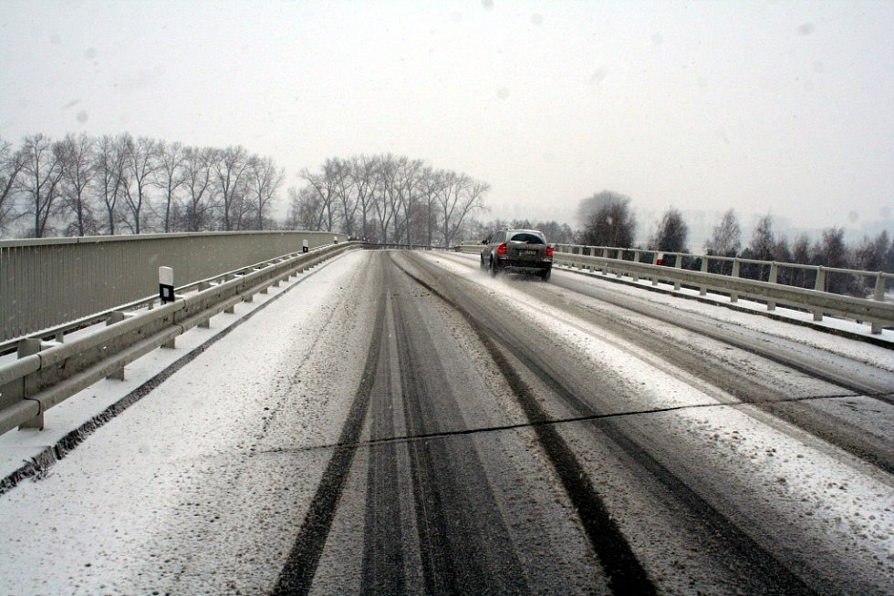 V půli ledna roku 2013 silnice na Vyškovsku zasypal sníh.