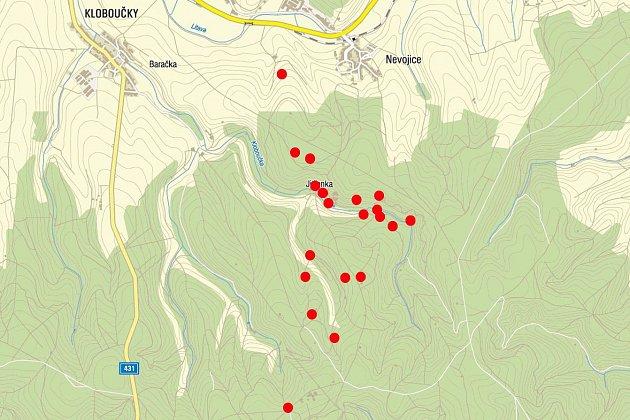 Mapa požárů. Policisté dopadli žháře zBrna, kterého obvinili ztoho, že od roku 2012na Vyškovsku zapaloval chaty, myslivecké posedy či kontejnery na odpad.