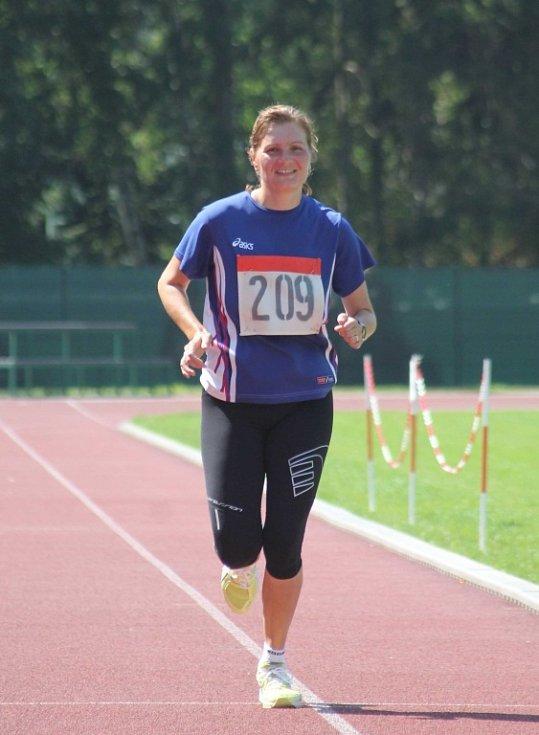 """Oproti předchozím ročníkům přinesla Vyškovská 12 několik změn. O poznání menší startovní pole. Pro běh příhodnější počasí, únavné tropy z minulých let nahradilo """"jen"""" slunečno."""