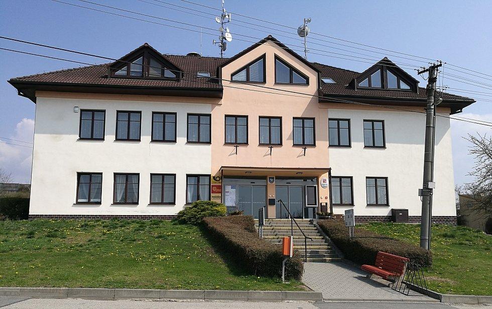 Obecní úřad v Holubicích.