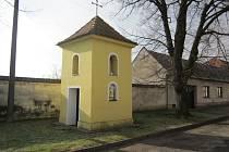 Zvonice, které si sami postavili obyvatelé Nových Sadů a Hoštic-Heroltic (na snímku), přešly zpět z rukou státu do vlastnictví vesnic.