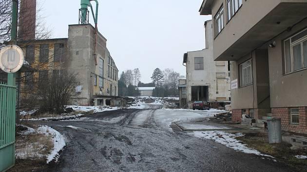 Další chátrající továrna v Bučovicích má nové majitele. Ti chtějí v areálu byty