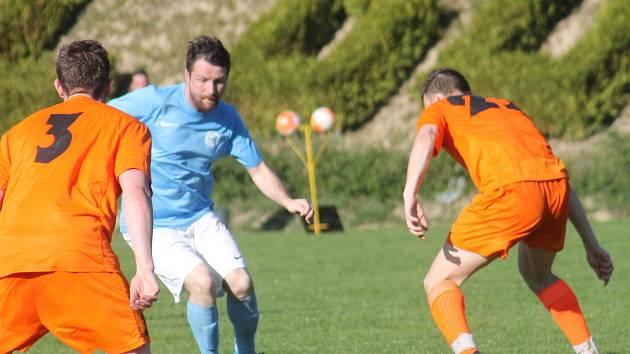 V krajském přeboru fotbalistů prohrál FC Bučovice (oranžové dresy) s FC Boskovice 0:3.
