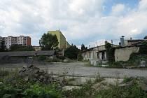 Areál roky fungoval jako traktorová stanice. Dnes už chátrá a nemá využití.